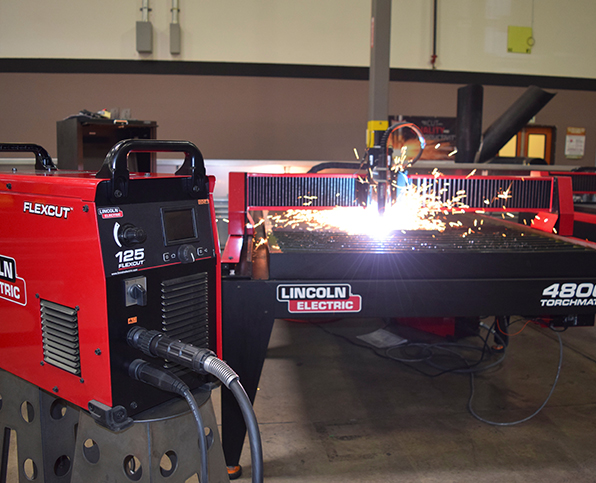 FlexCut 125 mit LC125M Plasmabrenner auf Torchmate 4800 CNC table